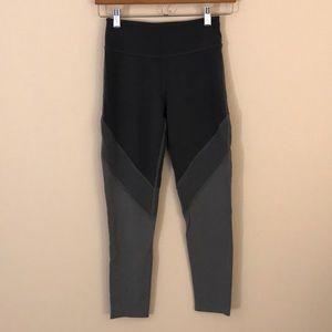 Beyond yoga mid rise legging size Medium